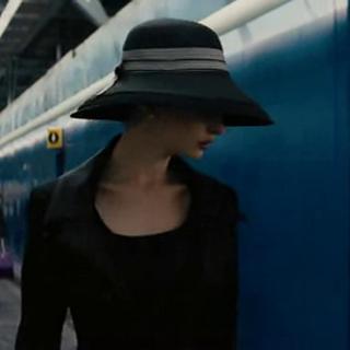 Selina escapando de la ciudad.