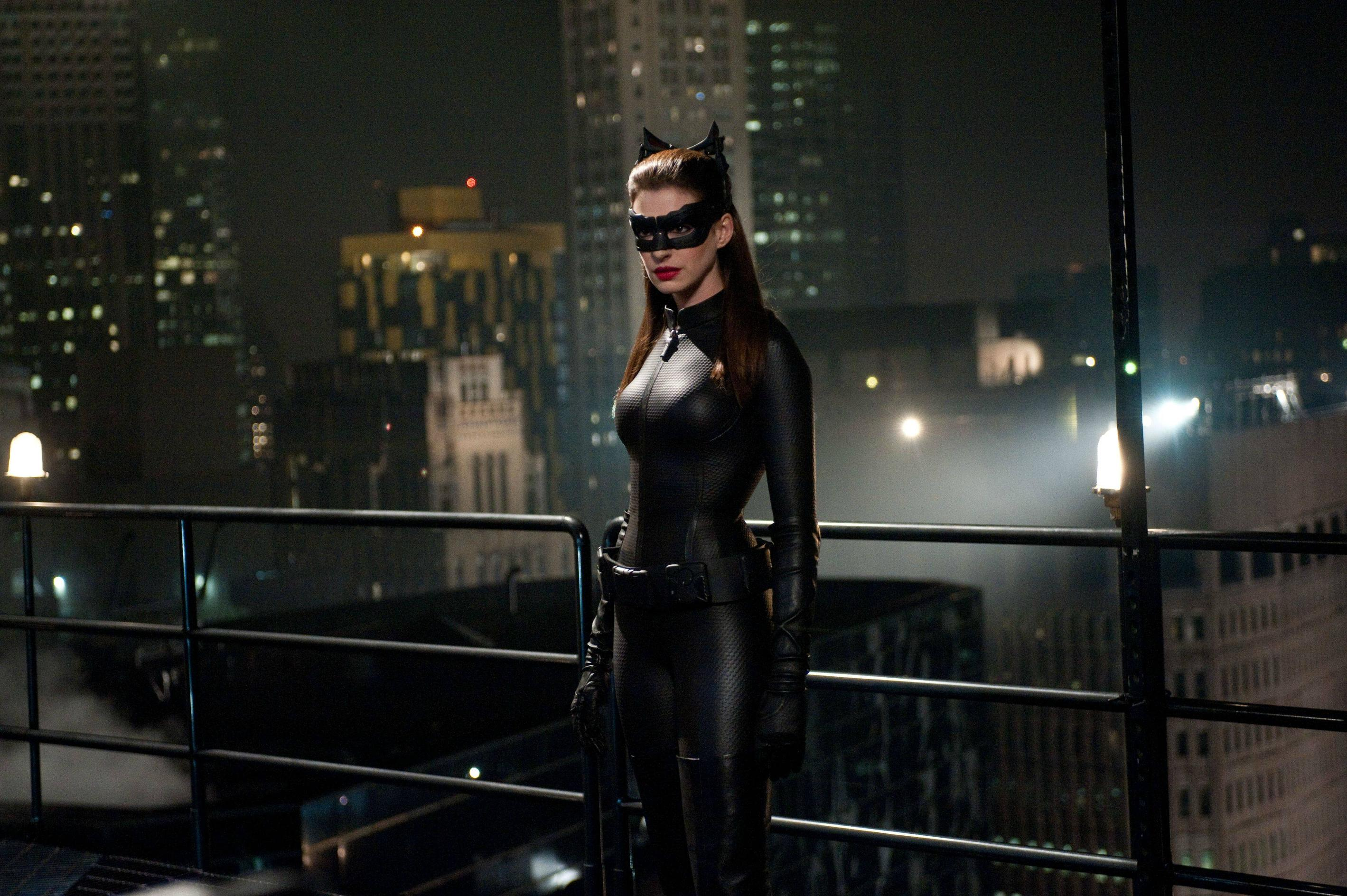 「catwoman dark knight rises」の画像検索結果
