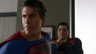 Batwoman - Superman es manipulado por Luthor