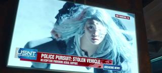 Titans - La muchacha se enfrenta a la policía