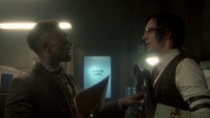 Gotham - Lucius atrapa al Acertijo