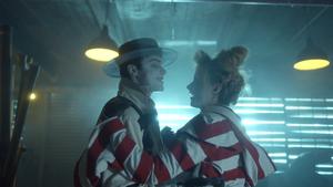 Gotham - Jeremiah y Ecco bailan
