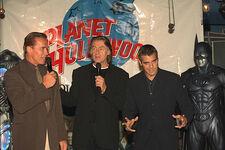Clooney hands