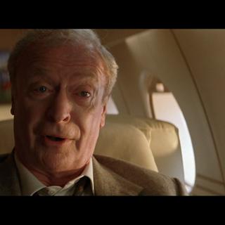 Alfred se reúne con Bruce años después.