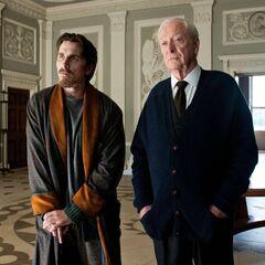 Bruce y Alfred en la mansión Wayne (The Dark Knight Rises)