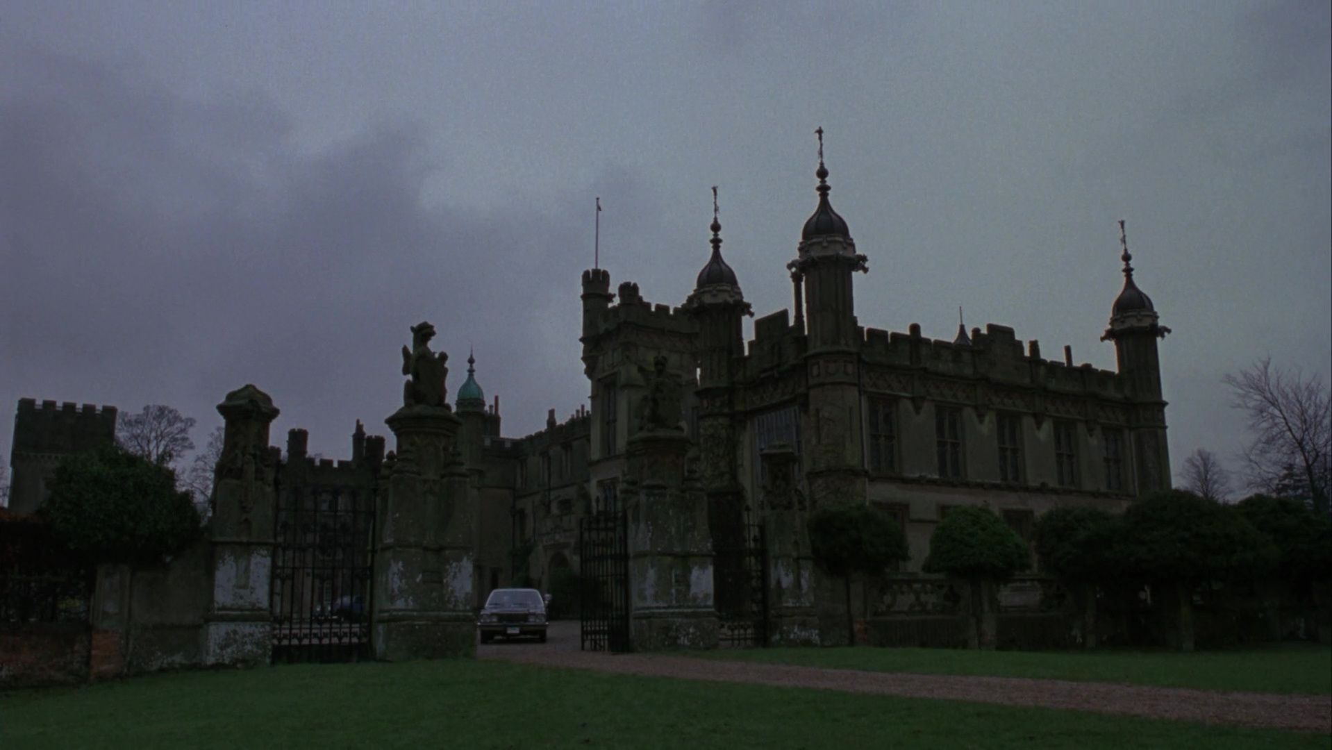 תוצאת תמונה עבור batman returns burton castle