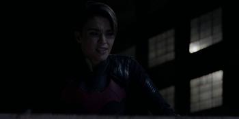 Batwoman - Kate sufre un nuevo ataque de panico