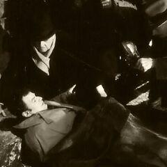 Al igual que el comic originalmente Knox sería encontrado por la policía tapado por el manto de Batman. Tiempo después en la conferencia del final se revelaría que no es el verdadero