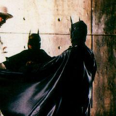 En esta escena Vicki se encontraría con dos niños disfrazados de Batman