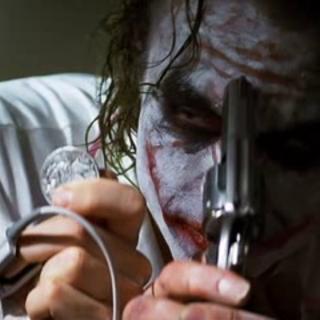 Joker empieza a crear a <i>Dos Caras</i>.