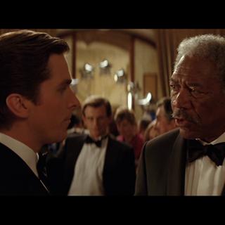 Bruce y Lucius en la fiesta.