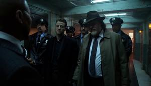Gordon y Bullock ingresan a Arkham
