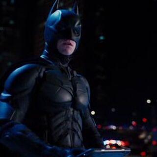 Batman con el dispositivo de transacción.