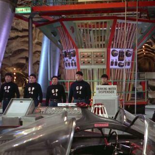Los cinco hombres deshidratados se materializan en la Batcueva