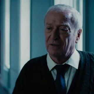 Alfred le cuenta la verdad a Bruce.