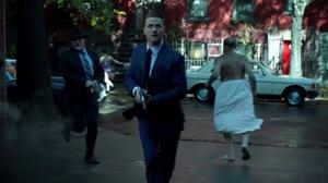 Los detectives llegan a la abadia.