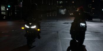 Batwoman - Batwoman persigue al Detonador