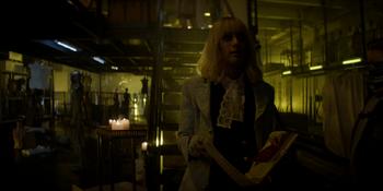 Batwoman - Alice descubre la verdad sobre el Dr. Campbell