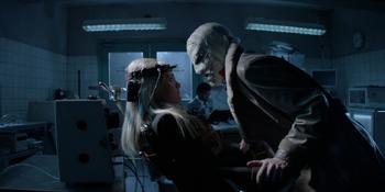 Batwoman - Hush tortura a Julia