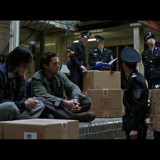 Bruce Wayne es detenido por robar cargamento de su propiedad.