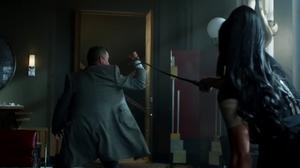 Alfred se enfrenta a Tabitha.