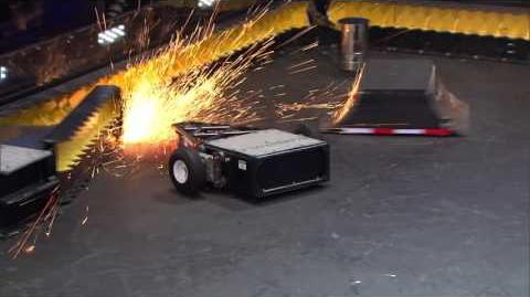 Tombstone vs Black Ice BattleBots Season 2 Qualifying Round