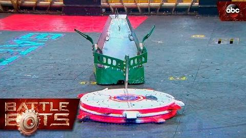 Chomp vs. Captain Shrederator - BattleBots
