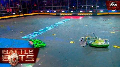 Bombshell vs. Poison Arrow - BattleBots