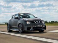 Nissan-Juke-R 2.0 Concept-2015-1600-06