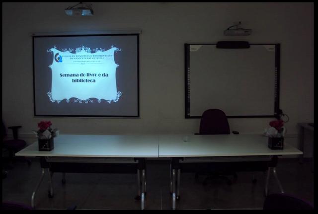 File:Sala multimídia.png