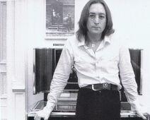 Lennon 1975 Dakota