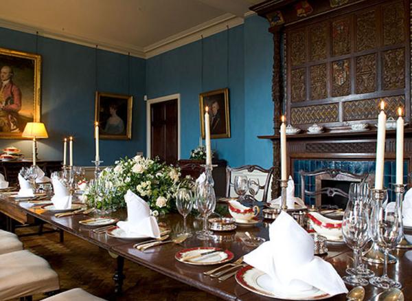 Blue-table-room