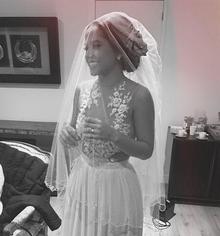 File:Todo Cambio - Wedding dress.jpg