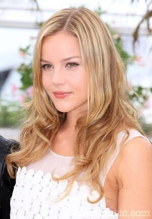 Abbie-Cornish-681