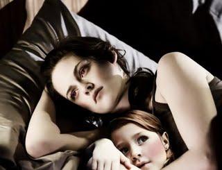 File:Bella and renesmee.jpg
