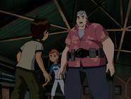Ben hablando con gwen y max sobre la bomba de adn del doctor animo
