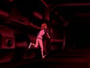 Gwen corriendo por la nave de tetrax
