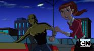 Kevin y Gwen corren para pelear