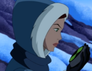 Gwen hablando por su insignia
