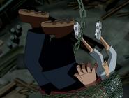 Gwen y max cayendose de la cadena en ben 10 el secreto del omnitrix
