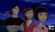 Julie, Gwen y Kevin mirando