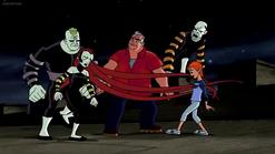 Los Fenómenos del Circo atacan a Max y Gwen.