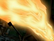 Explosion de fuego por sus manos