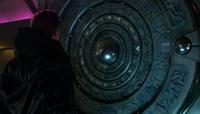 Beneon acercandose a las manos del armageddon