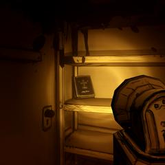 В комнате, где потерянный бился головой об стену