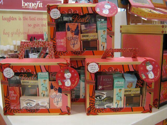 File:Benefit Christmas Boxes.jpg