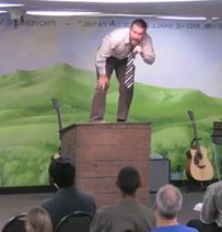 Steven Anderson podczas głoszenia nauk IFB