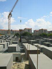 Holocaustdenkmal im Bau (August2004)