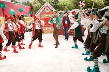 1x14 - The Girls of Christmas Past - Still16