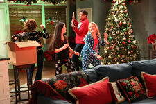 1x14 - The Girls of Christmas Past - Still7
